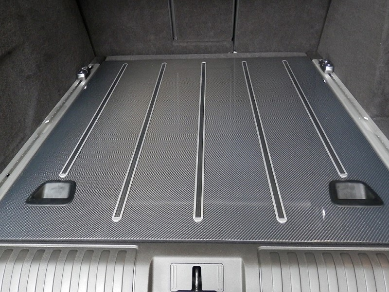 Carbon floor for luggage space